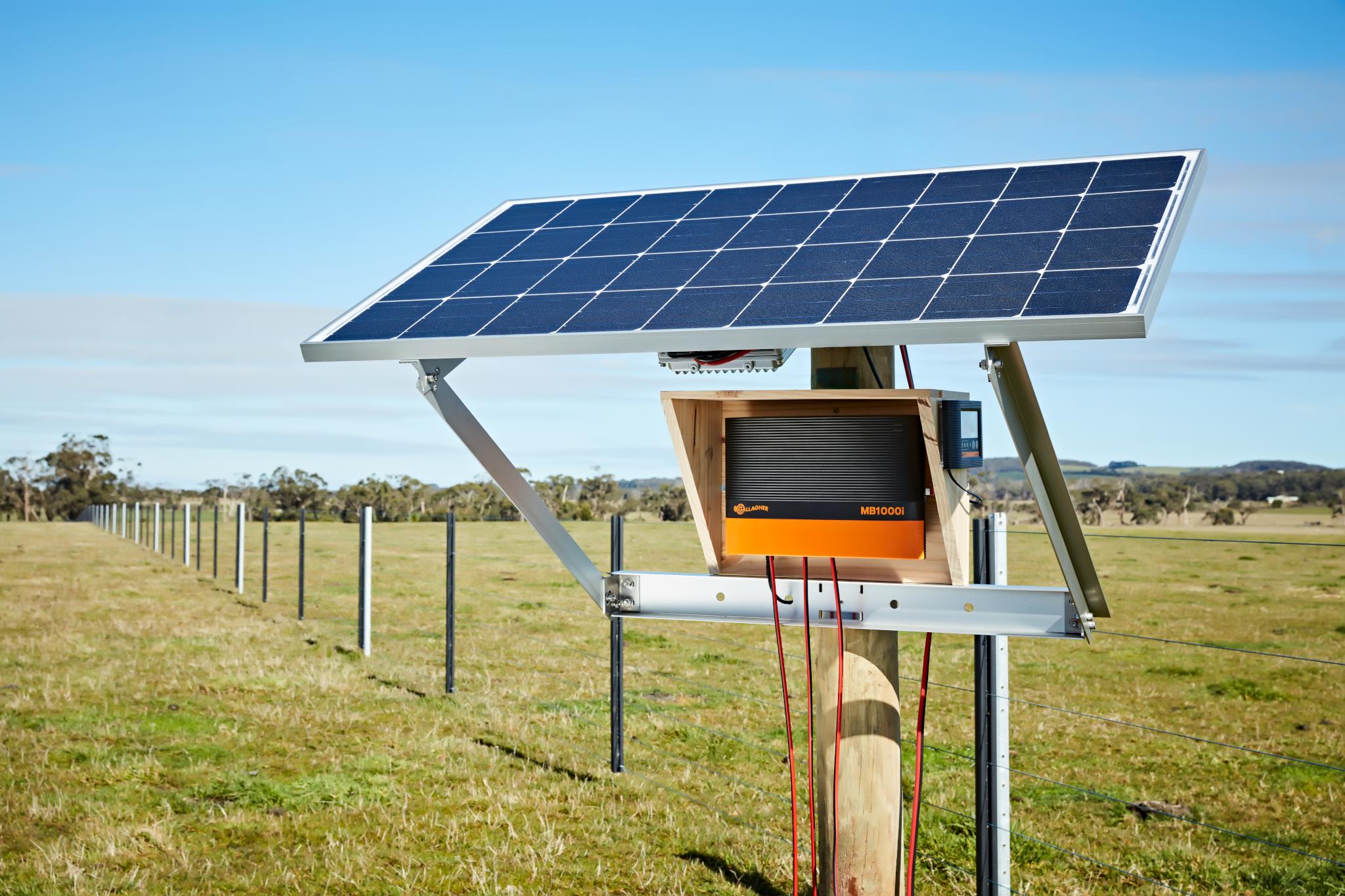 Gallagaher 005HR fencing solar panels