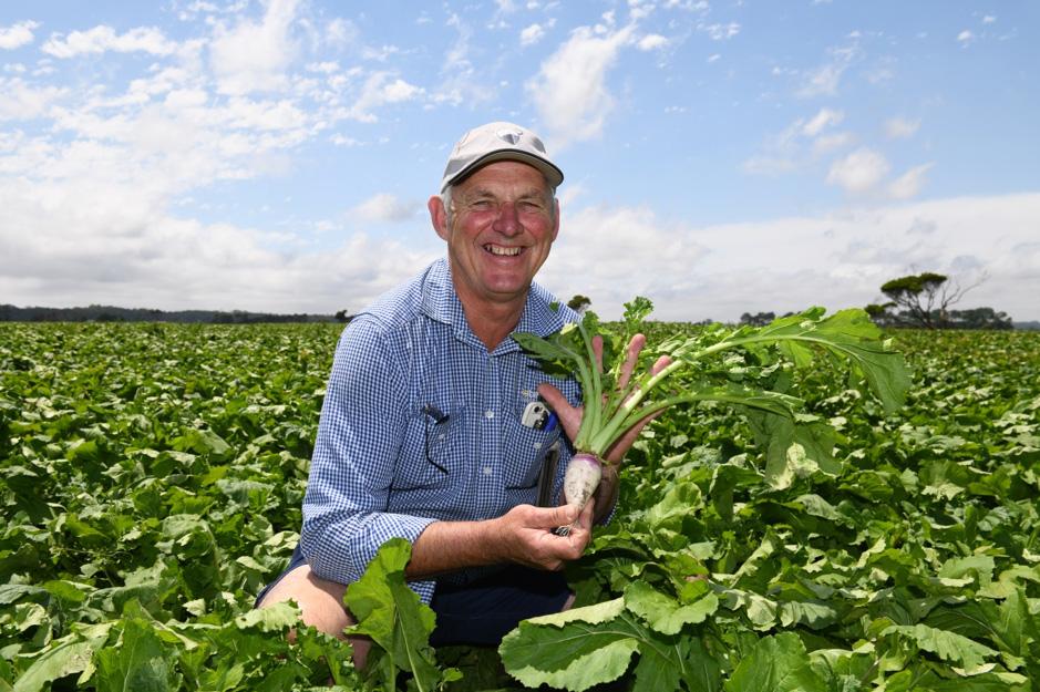 Roberts Senior Agronomist Dan Sutton